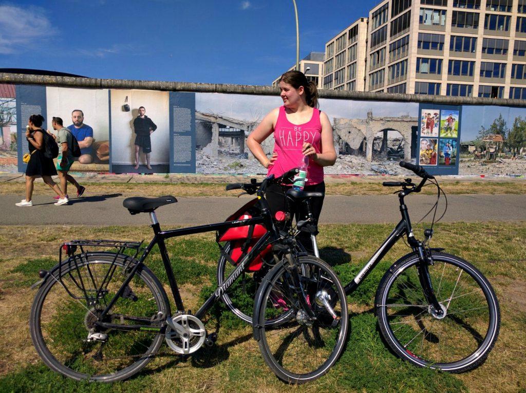 011 fietsen muur